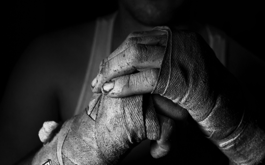 fighter_hands_men_boxing_monochrome_bandages_boxer_1920x1080_wallpaper_Wallpaper_2560x1600_www.wallpaperswa.com